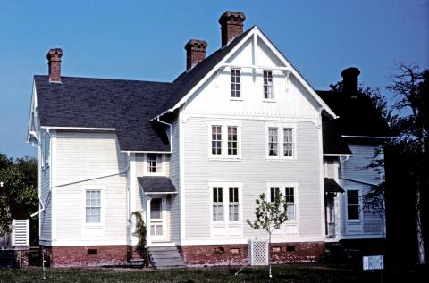 Currituck Beach NC Keeper's Dwelling 1989 REE.jpg