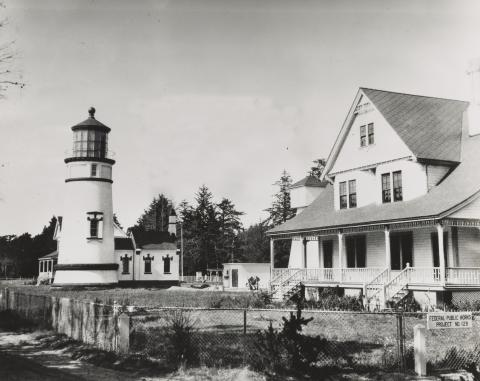 Umpqua River OR Keeper's Dwelling NA 26-LG-71-22-ac.jpg